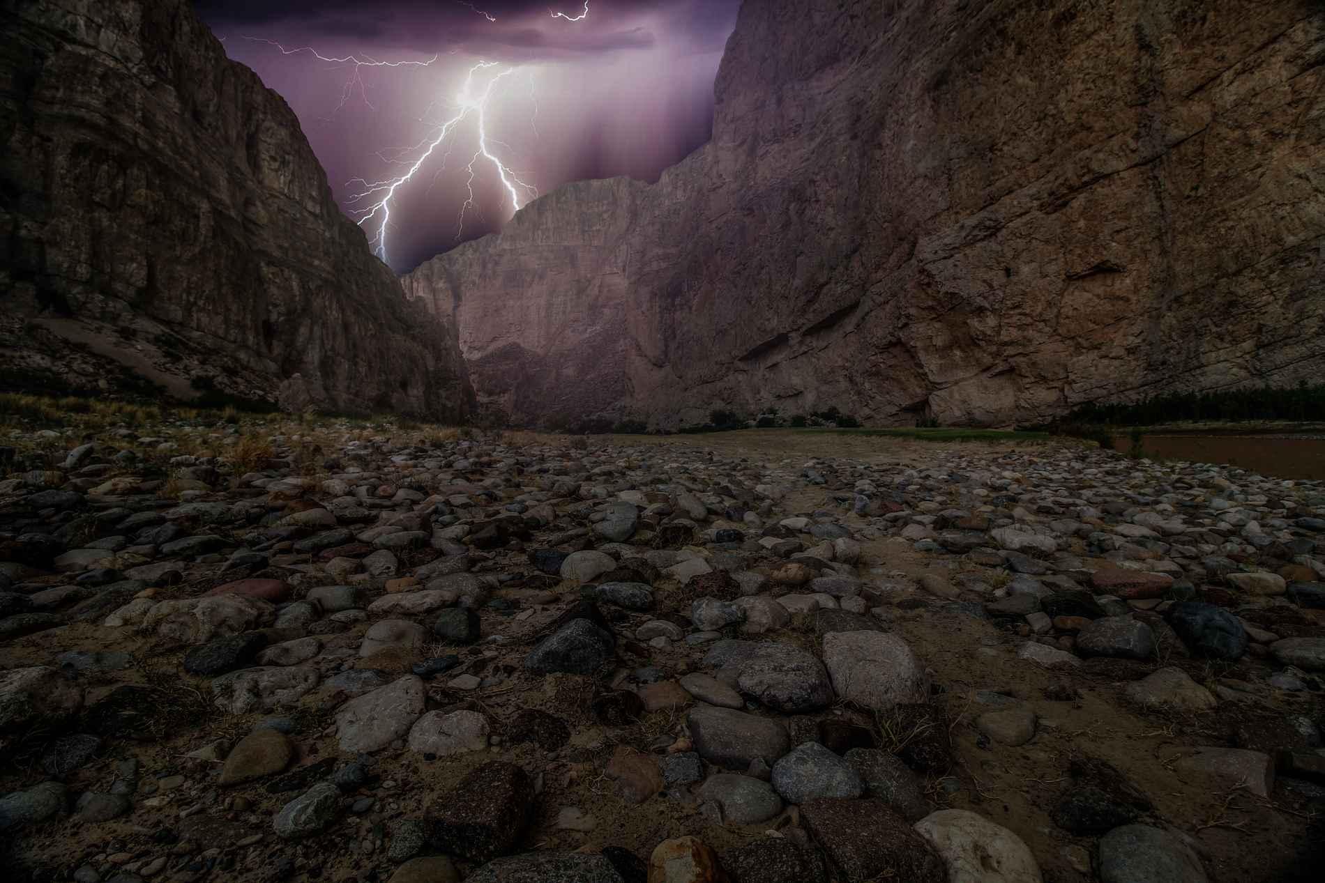 Création de site internet fond orage et pierre