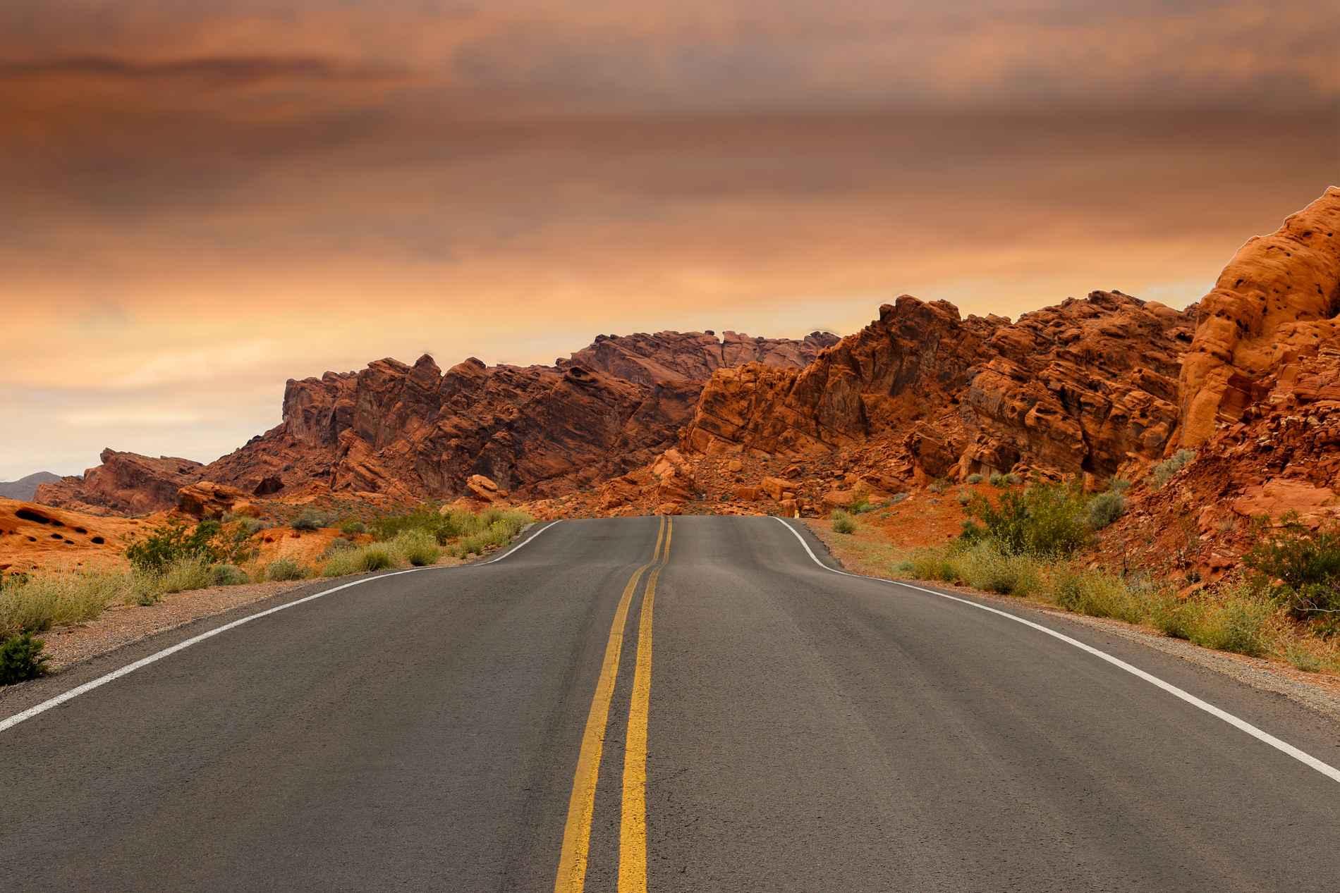 Création de site internet fond route et rocher